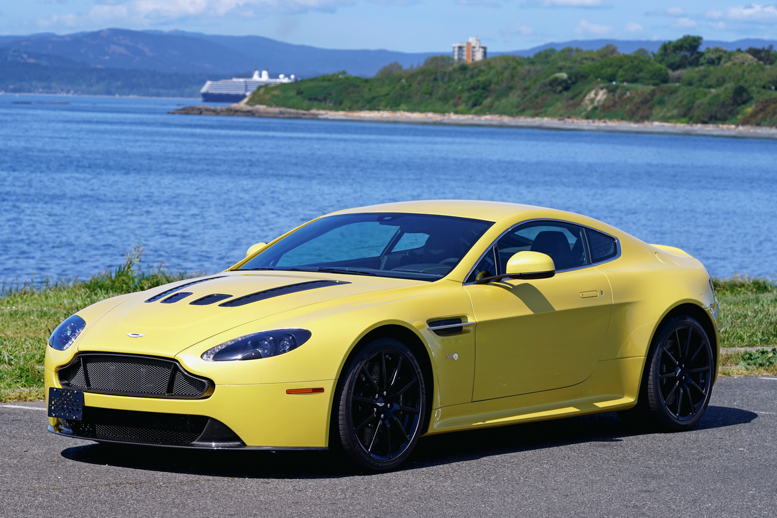2015 aston martin v12 vantage s coupe for sale | silver arrow cars ltd.
