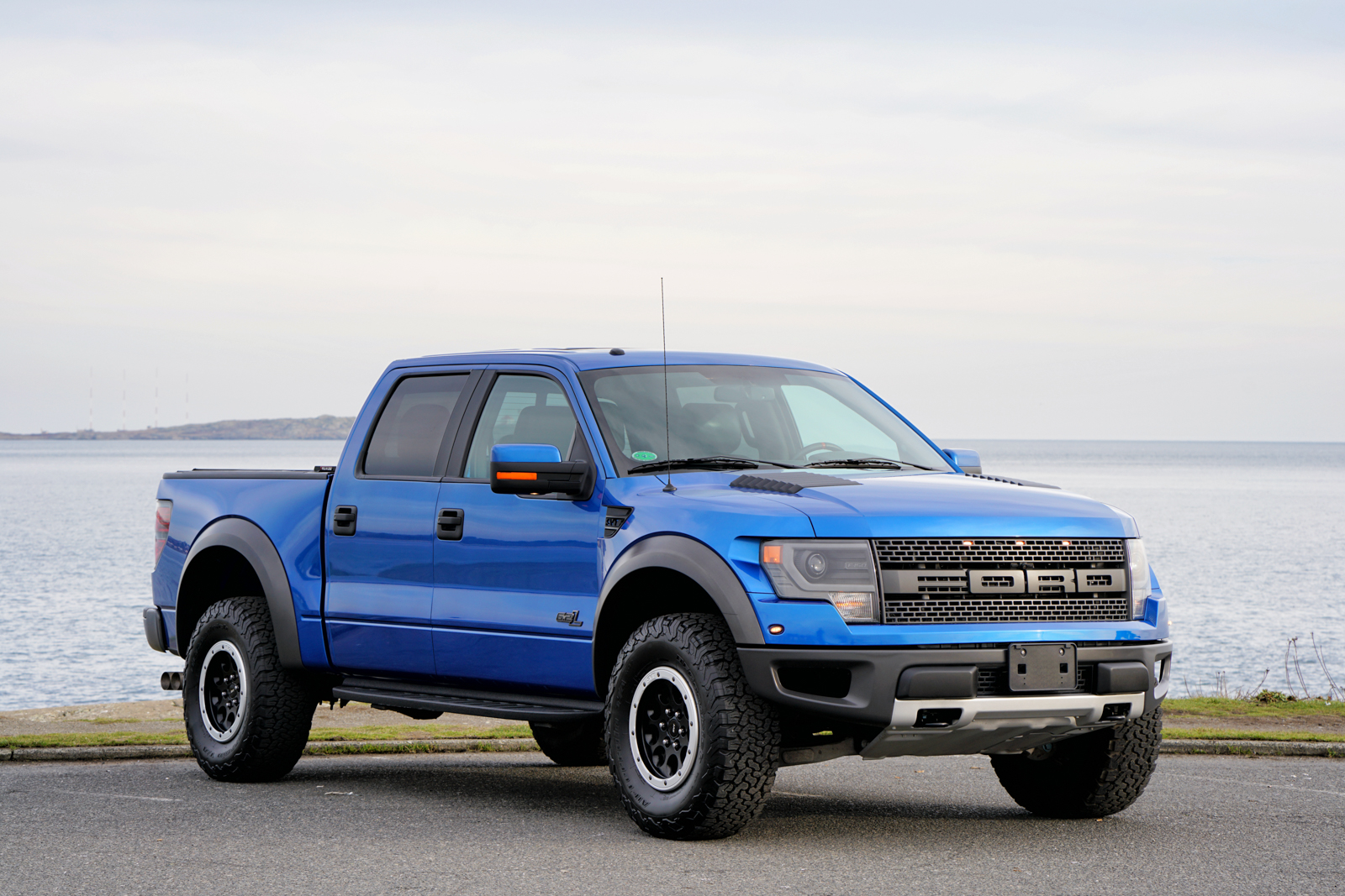 2013 ford f 150 svt raptor for sale silver arrow cars ltd. Black Bedroom Furniture Sets. Home Design Ideas