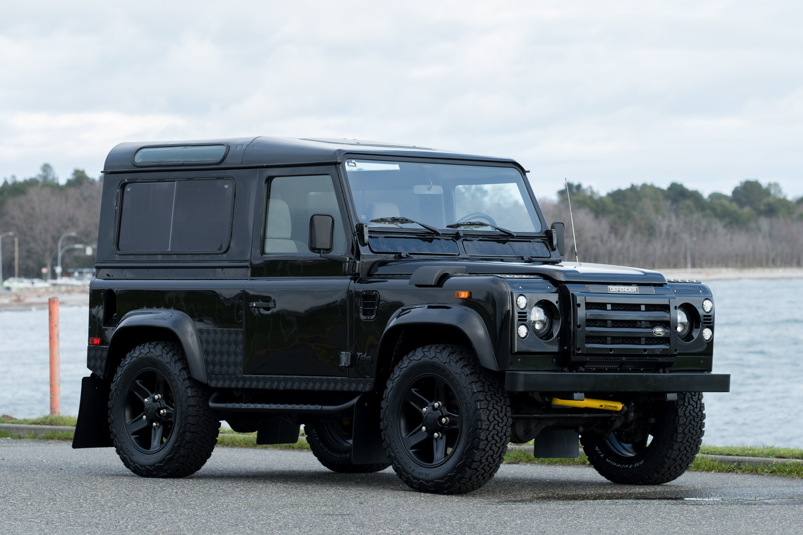 2001 land rover defender 90 td5 at silver arow. Black Bedroom Furniture Sets. Home Design Ideas