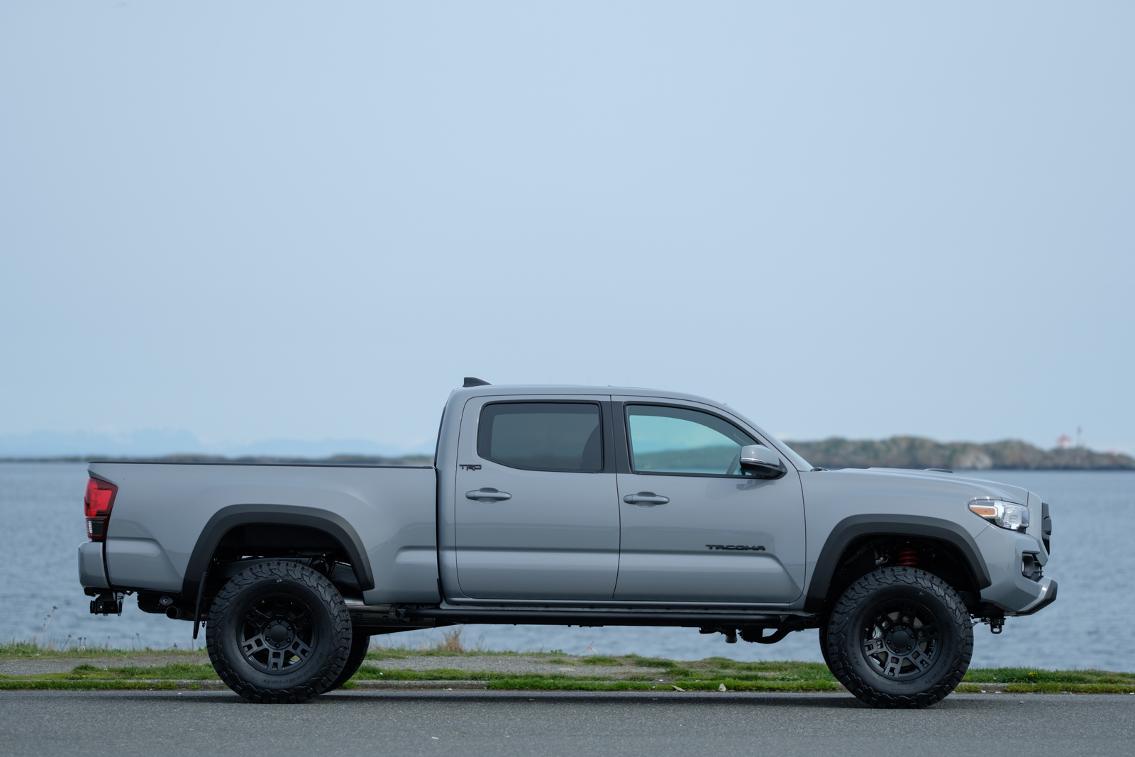 2018 Toyota Tacoma TRD Custom - Silver Arrow Cars Ltd.